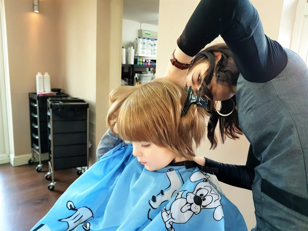 Moose Visits The Hairdresser (and nobody got bitten!)